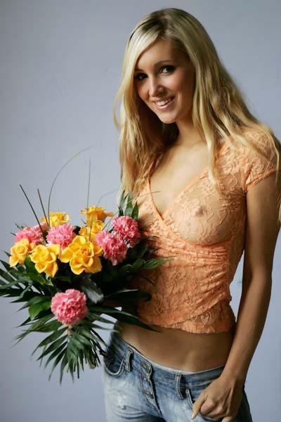 Model Arielle in Flowers