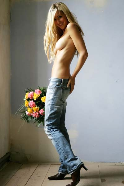 Model Arielle in Flowers rm