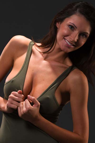 Model Klaudia in Khaki