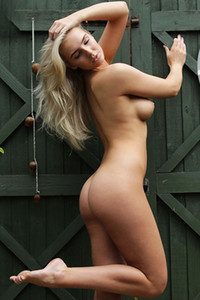 Model Lissy in Green Door